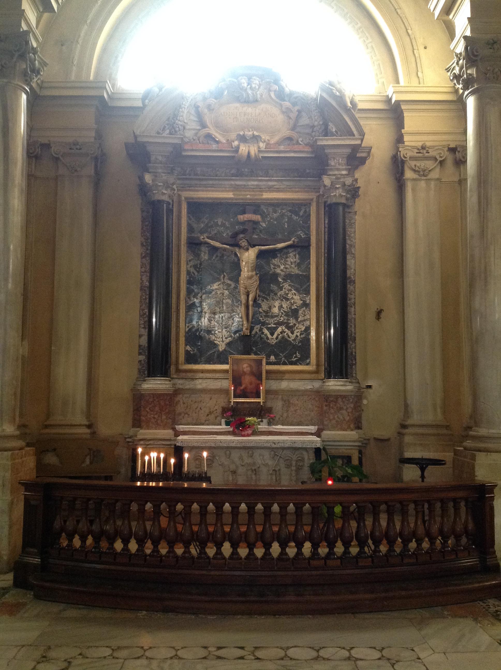1) L'ALTARE DEL SANTISSIMO CROCEFISSO.JPG